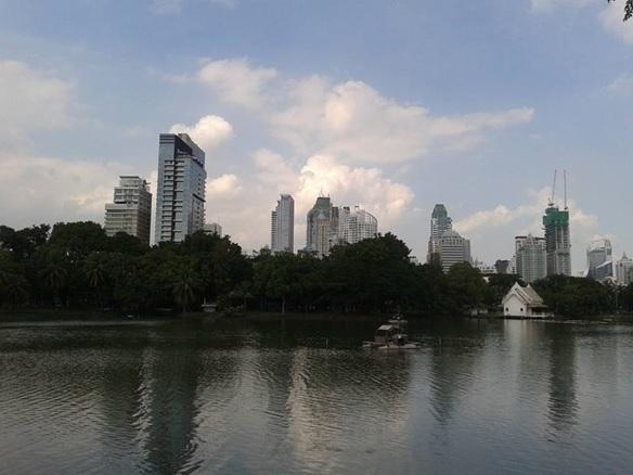 邦人数約7万人が住む大都市バンコク