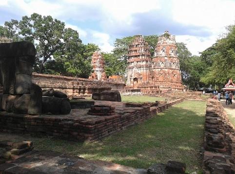 アユタヤの壊れかけた仏塔群