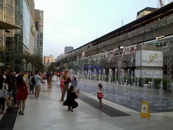 タイ中心街のサイアム駅前にあるショッピングモール、サイアムパラゴン