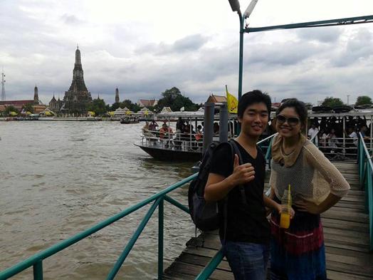 暁の寺として有名なワット・アルン。チャオプラヤ川を渡って行けます。